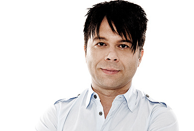 """Markus Kavka wurde als Moderator des Musiksenders MTV bekannt. Heute moderiert er die Musiksendung """"Number One"""" auf ZDFkultur. Im März 2011 erschien sein ... - kavka2012"""
